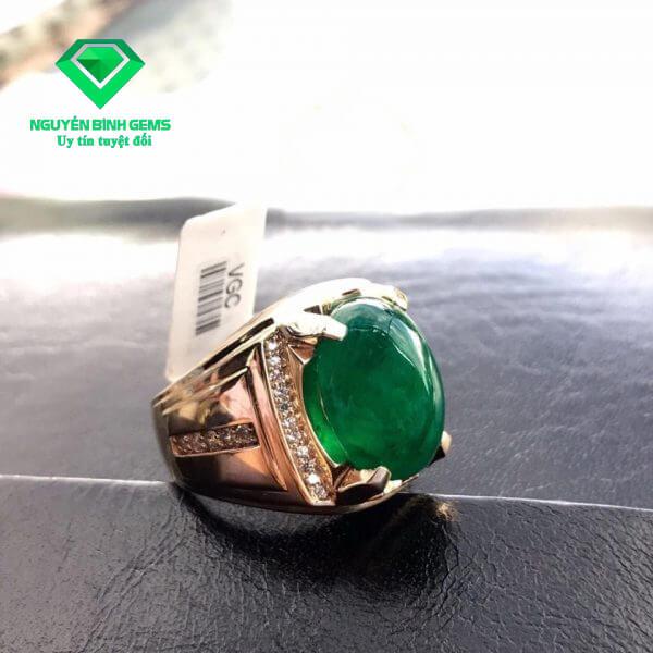 Mặt Nhẫn Ngọc Lục Bảo