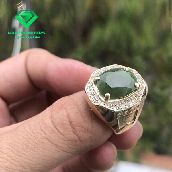 Mặt Nhẫn Ngọc Bích